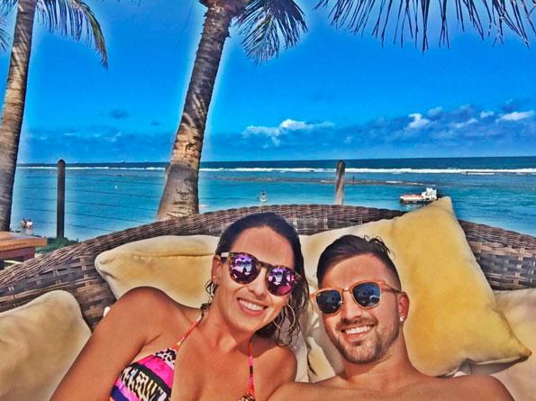 Filha de Chitãozinho curte férias com jogador do Santos