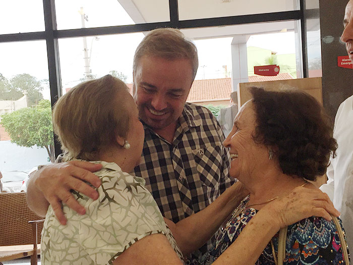Gugu se emociona em visita ao Hospital do Câncer de Barretos