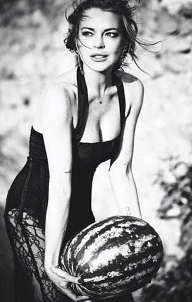 Lindsay Lohan posa para a revista de moda Notofu
