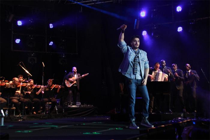Luan Santana levanta a galera com show no Metropolitan