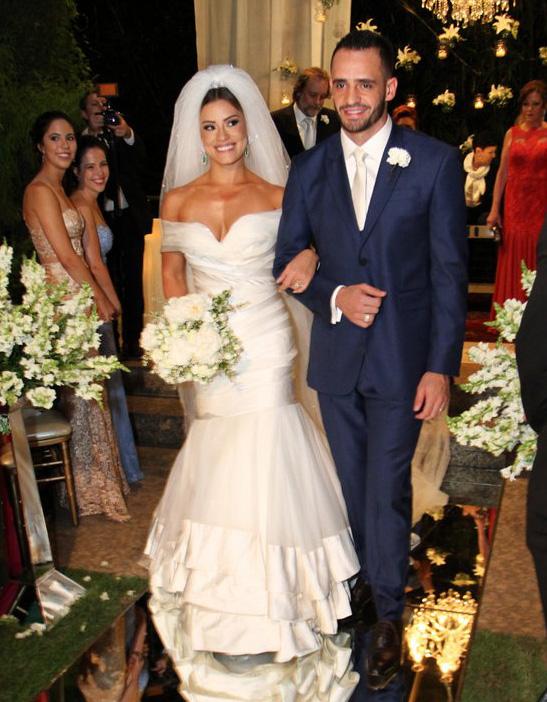 Meia do Timão, Renato Augusto, se casa com Fernanda Karner