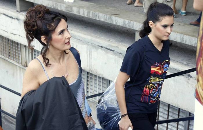 Fátima Bernardes e a filha se apresentam com balé