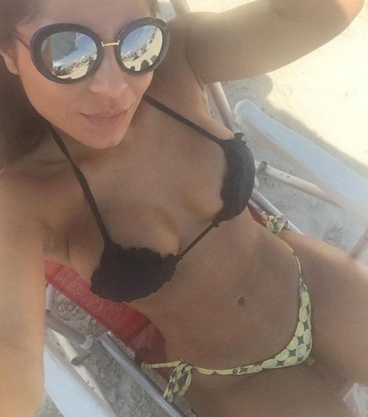 Andressa Ferreira arrasa no bronzeado e no corpo em forma