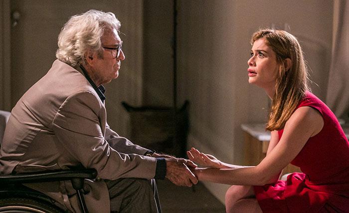 Hoje em Além do Tempo: Lívia escuta que Vitória é sua avó