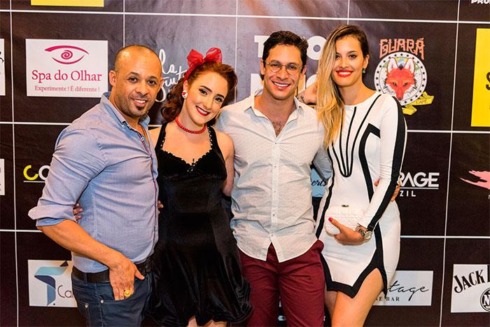 Rainer Cadete leva namorada para curtir show de Jullie Costa