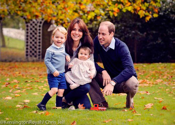 Kate Middleton posa com a família para celebrar o Natal