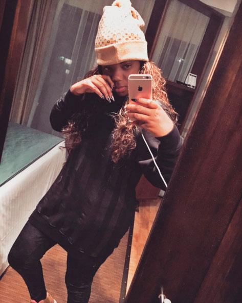 Ludmilla posa sem maquiagem em selfie no espelho. Veja!