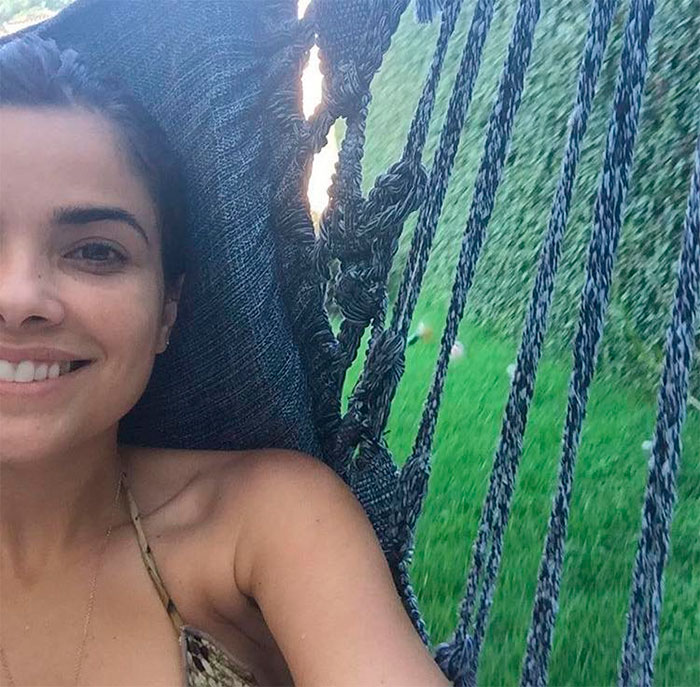 Descansando, Vanessa Giácomo posa sem maquiagem