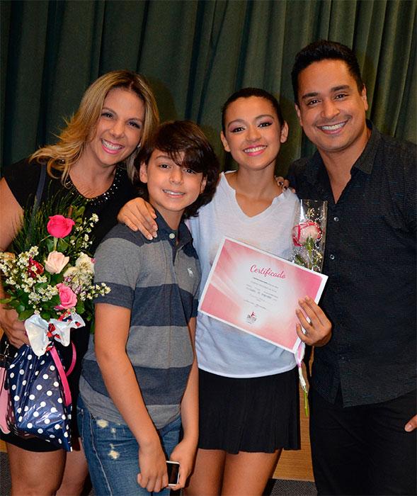 Carla Perez e Xanddy se emocionam com Camilly Victória