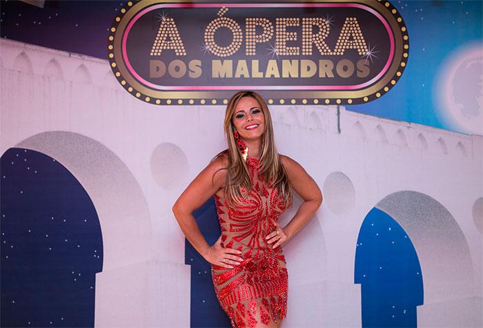 Viviane Araújo aposta em look transparente em ensaio