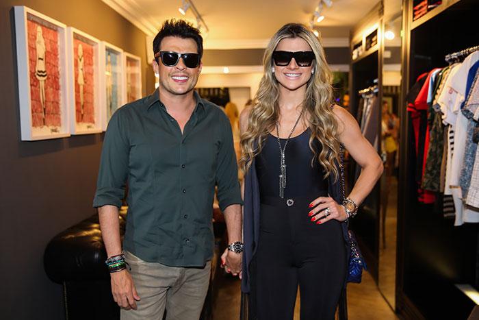 Dani Souza e marido recebem amigos para lançamento em SP