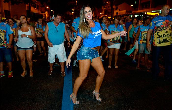 Nicole Bahls é a mais nova musa da Vila Isabel