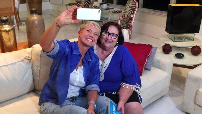 Xuxa leva portada na cara. A culpada é mãe de Paulo Gustavo