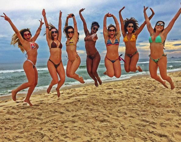 Bailarinas do Faustão curtem férias em grande estilo