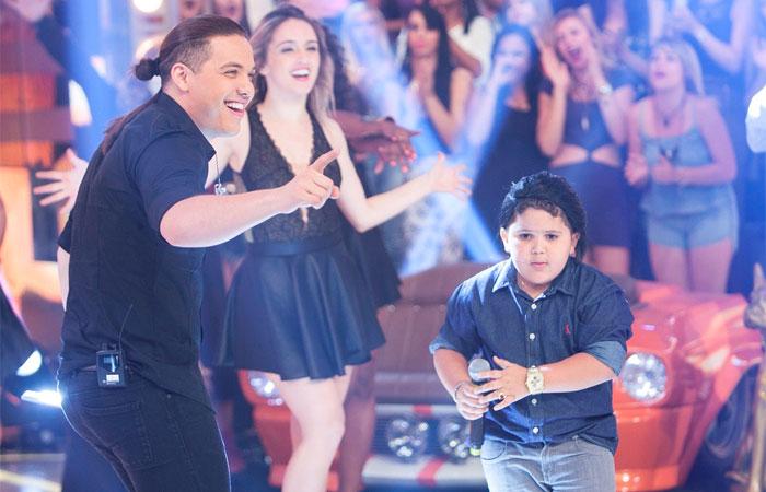 Wesley Safadão canta seus maiores sucessos no Domingo Show