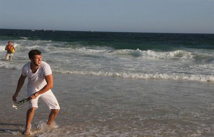 Gabriel Mandergan começa a se despedir de 2015 em praia