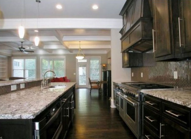 Casa de Bobbi Kristina vai à venda. Veja fotos do local!
