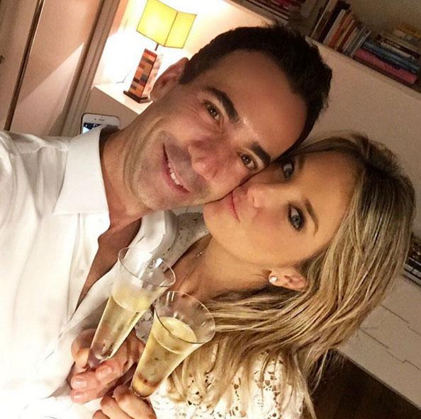 Ticiane Pinheiro aposta em foto romântica para celebrar 2016