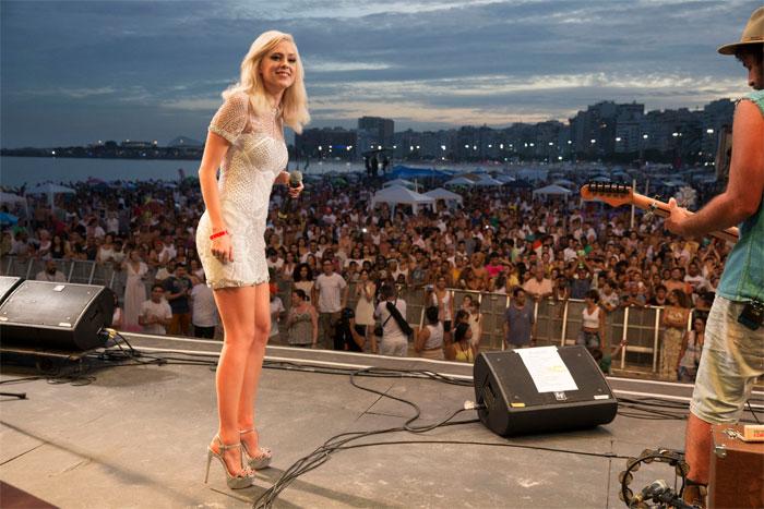 Sophia Abrahão renova visual para show especial de Ano Novo