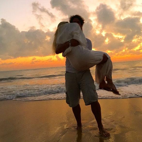 Fiorella Mattheis é puro amor para celebrar 2016 com o amado