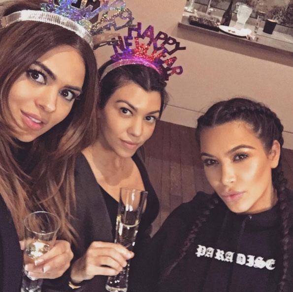 Kim Kardashian e Caitlyn Jenner comemoram o Ano-Novo juntas