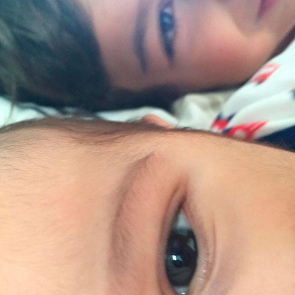 Dira Paes mostra o rosto de seu bebê pela primeira vez