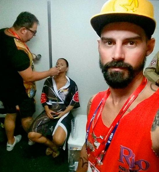RJ: Viviane Araújo é clicada se maquiando já para desfile