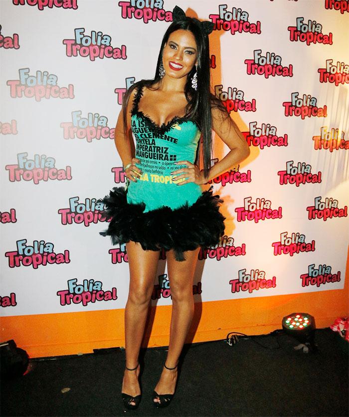 RJ: Letícia Lima mostra corpão bronzeado com look ousado