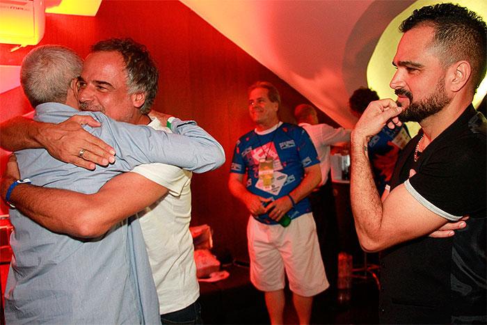 RJ: Pai de Zezé recebe carinho de Angelo Antônio