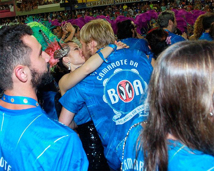 RJ: É o amor! Mariana Ximenes beija namorado italiano ,