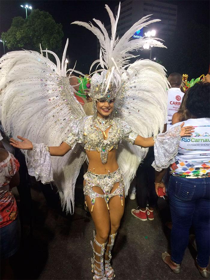 Confira as musas que brilharam no 2º dia de desfile no Rio