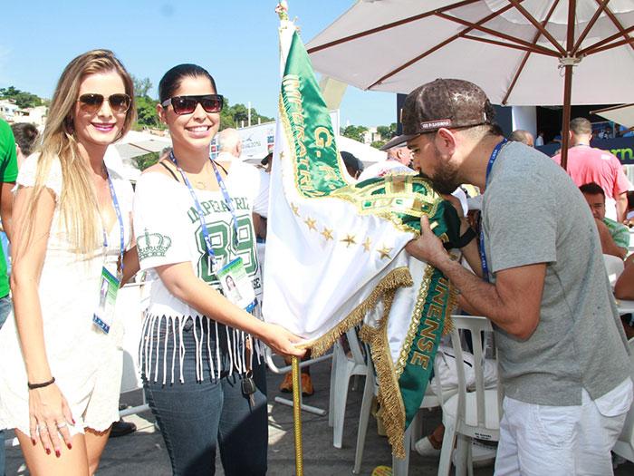 Luciano Camargo aposta na simpatia para ver apuração no Rio