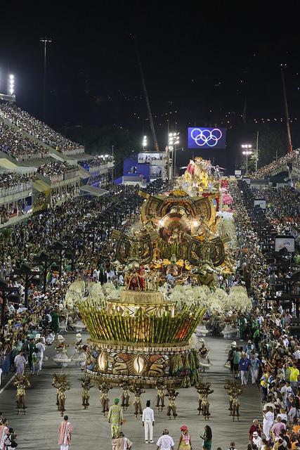 Mangueira leva o título do Carnaval 2016 no Rio