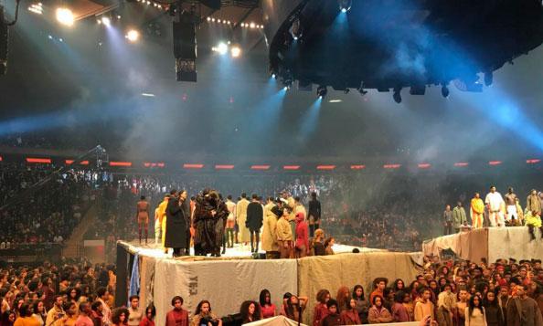 Naomi Campbell arrasa no desfile de Kanye West em Nova York