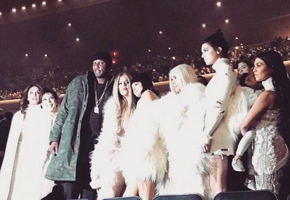 Lamar Odom reaparece no desfile de moda de Kanye West