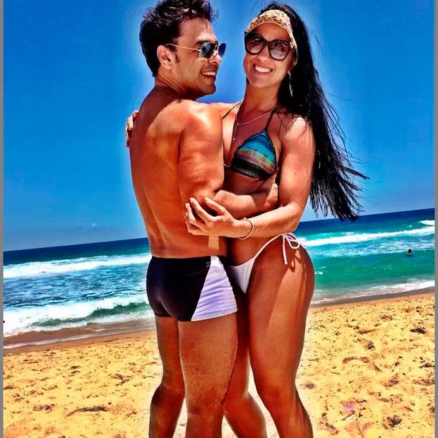 Zezé Di Camargo troca carinhos com Graciele Lacerda na praia