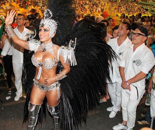 Anitta sobre ser Rainha da Mocidade: 'É um caso a se pensar'