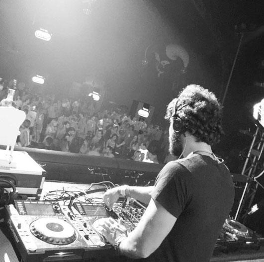 Saiba mais sobre o DJ que conquistou o Nordeste