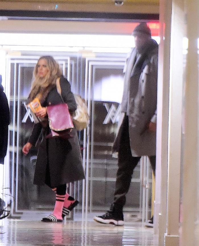 Khloe Kardashian e Lamar chegam em NY e se hospedam juntos