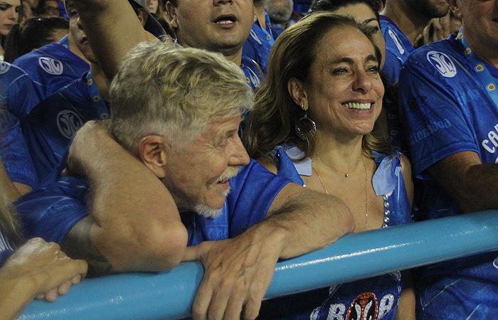 Cissa Guimarães cai no choro no desfile da Mangueira