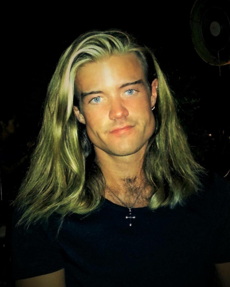 Cantor do The Voice perde 82 kg e vira 'Brad Pitt da Música'