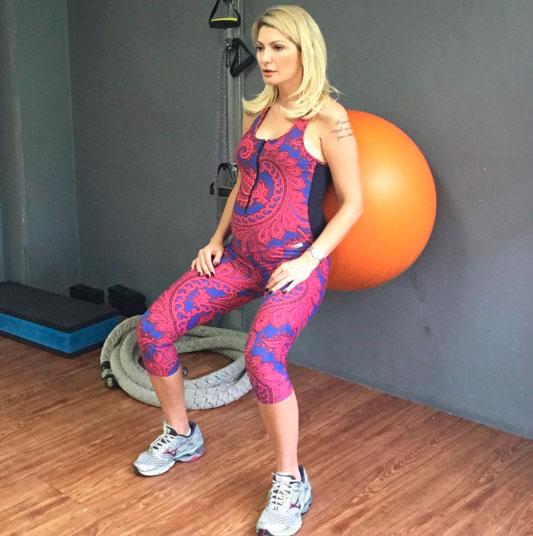 Grávida, Antônia Fontenelle aposta em pilates