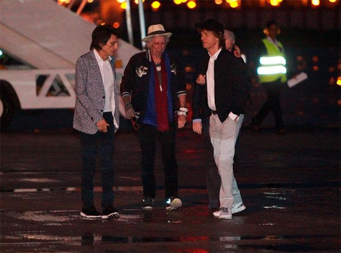 Músicos do Rolling Stones desembarcam no Brasil