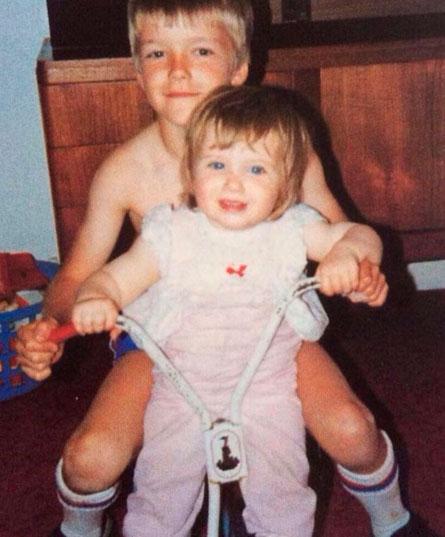 David Beckham volta à infância para parabenizar irmã