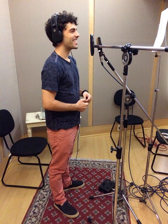 Rodrigo Dorado grava música de seu personagem em 'Cúmplices'