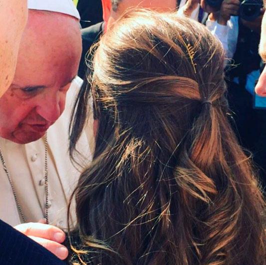 Ex-RBD Anahí prometeu revelar mensagem do Papa Francisco