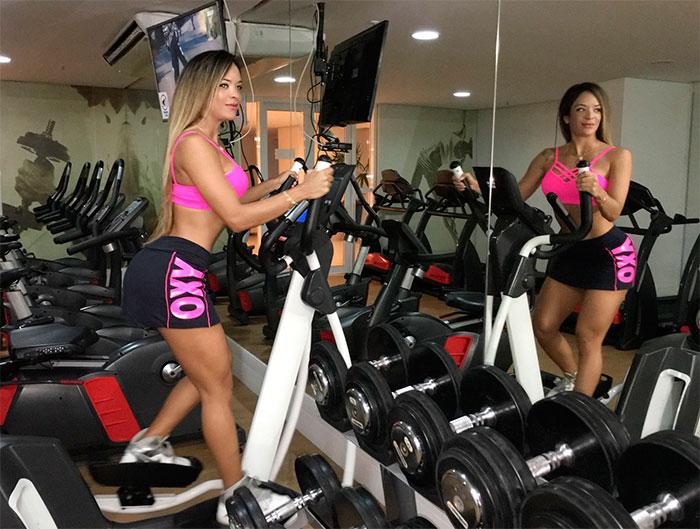 Denise Dias mostra bastidores de seus treinos intensos
