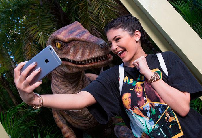 Linda! Kylie Jenner se diverte no Universal Orlando Resort