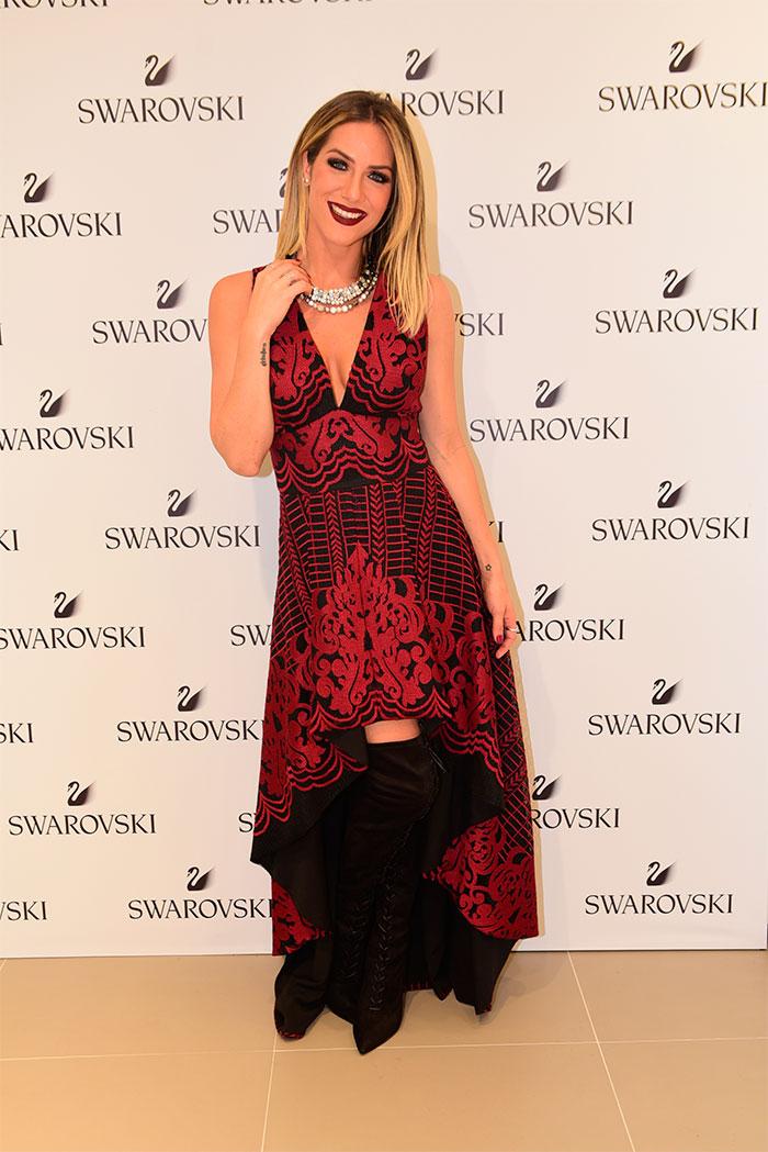 Giovanna Ewbank é pura elegância em evento