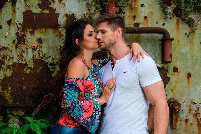 Jonas Sulzbach e Mari Gonzalez unem charme em dia de fotos